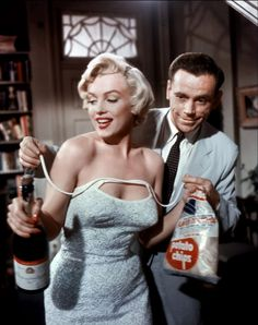 "~Marilyn Monroe and Tom Ewell in ""The Seven Year Itch."" Marilyn Monroe in Colour… Lauren Bacall, Classic Hollywood, Old Hollywood, Arte Marilyn Monroe, Marilyn Monroe Movies, Roman Photo, Richard Sherman, Howard Hughes, Hollywood Actresses"