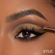 Happy National Lash Day! ✨ Our vegan Individual Lash Trios are the perfect addition to you daily makeup routine! You'll love these for customizing and enhancing your lash length 🤍 KylieCosmetics.com #NationalLashDay Kylie Cosmetica, Makeup Looks, Face Makeup, Daily Makeup Routine, Individual Lashes, Aesthetic Songs, Lip Kit, False Lashes, Pretty Eyes