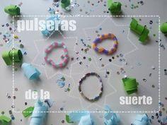 Pulseras hechas a mano con cuentas de papel y pajitas de colores