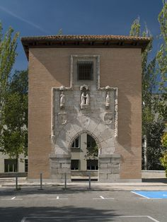 Puerta del Antiguo Hospital de la Latina