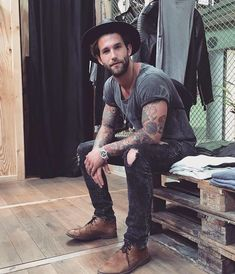Mens fashion, menswear inspired men, menswear summer, menswear street style, menswear For other … Mode Hipster, Hipster Fashion Guys, Hipster Outfits Men, Queer Fashion, Tomboy Outfits, Fashion Blogs, Fashion Styles, Fashion Fashion, Womens Fashion