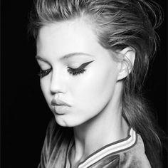Lindsey Wixson in Self Service Magazine batwing eyeliner Makeup Inspo, Makeup Inspiration, Makeup Tips, Hair Makeup, Beauty Art, Beauty Make Up, Hair Beauty, Lindsey Wixson, Bronze Skin