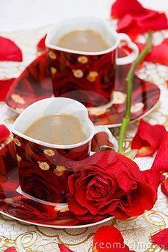 red cup of coffee Coffee Flower, Coffee Heart, Good Morning Coffee, Morning Msg, Coffee Photography, Chocolate Coffee, Coffee Cafe, Mini Desserts, Tea Time