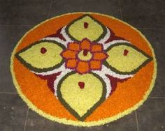 Pookalam is a variant of rangoli where the designs are made out of flowers. Here are some of the best designs along with themes that you can use to add colour during the different festivities! Rangoli Designs Photos, Rangoli Designs Latest, Rangoli Designs Flower, Rangoli Patterns, Colorful Rangoli Designs, Rangoli Designs Diwali, Diwali Rangoli, Easy Rangoli, Simple Flower Rangoli
