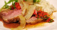 Chimichurri is een saus op basis van olie en kruiden die meestal bij rundvlees geserveerd wordt in Argentinië. Jeroen maakt er een lekker stuk lamsvlees bij en een zachte puree met olijven.