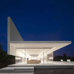 Image 21 of 39 from gallery of Hofmann House / Fran Silvestre Arquitectos. Photograph by Fernando Guerra Architecture Design, Minimalist Architecture, Residential Architecture, Amazing Architecture, Melbourne Architecture, Style At Home, Morden House, Box Houses, Modern House Design