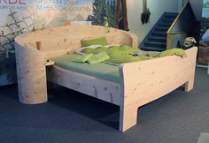 Zirbenholz Massivholz Bett von Möbelhaus Messmer, Einrichtung Schlafzimmer Holz Möbel modernes Design außergewöhnliche Unikate