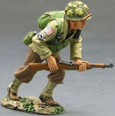 World War II U.S. 82nd Airborne DD086 Running Forward - Made by King and Country Military Miniatures and Models. Factory made, hand assembled, painted and boxed in a padded decorative box. Excellent gift for the enthusiast.
