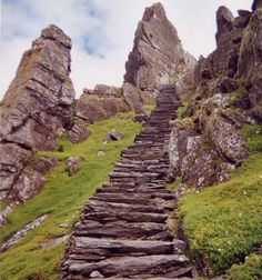 Ireland travel Irish Skellig Michael Lothann 100 Most Famous Landmarks Around the World Oh The Places You'll Go, Places To Travel, Places To Visit, Famous Landmarks, Famous Places, Stairway To Heaven, Ireland Travel, Ireland Vacation, Dream Vacations