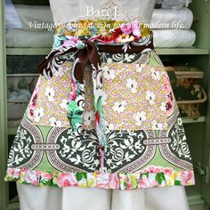 so I do...this could be in my guilty pleasures...but I just love aprons...I wear them...I decorate with them...I soil them...I hang them...I hoard them...I gift them...I love aprons