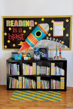 The Gilded Pear: Reading Is A Blast Bulletin Board & Free Printable, fun classroom library decor idea - Decoration Organization Reading Bulletin Boards, Classroom Bulletin Boards, Preschool Bulletin, Space Bulletin Boards, Space Theme Classroom, Classroom Decor, Reading Corner Classroom, Holiday Classrooms, Teaching Reading