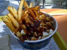 Fast Food Poutine: New York Fries Poutine, Yummy Snacks, Yummy Food, Food Tags, Fries Recipe, French Fries, Kung Pao Chicken, Junk Food, Food Food