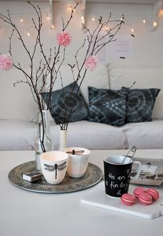 Winter home pink details… Decoration Inspiration, Room Inspiration, Interior Inspiration, Home Living Room, Living Spaces, Deco Pastel, Sweet Home, Interior Decorating, Interior Design