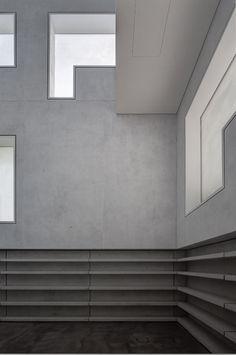 Haus Moholy-Nagy, The Masterhouses rebuilt by Bruno Fioretti Marquez Architekten, Bauhaus Foundation in Dessau, Germany, photo by Christoph Rokitta 2014 Bauhaus Architecture, German Architecture, Minimalist Architecture, Space Architecture, Architecture Details, Bauhaus Art, Interior And Exterior, Interior Design, Modern Interior