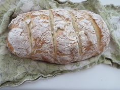 easy peasy french bread, takes only 4 ingredients and doesn't need a bread maker. Yum! | my mundane and miraculous life