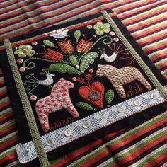 Wool Embroidery Classes Sydney Crewel Embroidery Tips Swedish Embroidery, Crewel Embroidery Kits, Embroidery Patterns, Embroidery Books, Embroidery Alphabet, Embroidery Materials, Embroidery Needles, Felt Applique, Applique Quilts