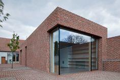 Gallery of Brick House in Brick Garden / Jan Proksa - 6