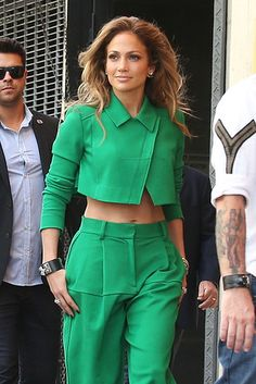 Jennifer-Lopez-America-Idil-Hollywood-Week-Fashion-Pamella-Roland-Tom-Lorenzo-Site-TLO Just her head. Look Fashion, Girl Fashion, Fashion Outfits, Womens Fashion, Fashion Design, Classy Outfits, Stylish Outfits, Cool Outfits, Iranian Women Fashion