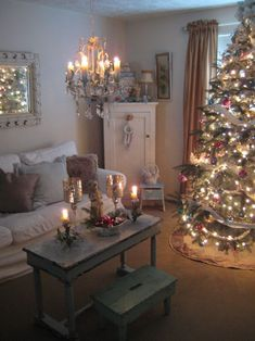 a shabby chic Christmas . . .I want to crawl into this picture