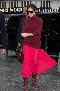 Wearing Slouchy Burgundy Boots From Her Collection - Victoria Beckham went for a monochromatic look in May Image Source: Getty / Marc Piasecki - Mode Victoria Beckham, Victoria Beckham Outfits, Outfits In Rot, Mode Outfits, Burgundy Outfit, Burgundy Boots, Burgundy Fashion, Fashion Mode, Star Fashion