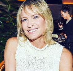 Celebrity Singers, Robin Wright, Layered Cuts, Movie Stars, Hair Ideas, Queens, Female, Celebrities, Cards