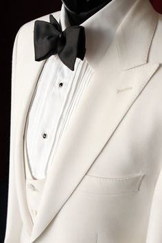 Vest to be in black. Pleated shirts with black stud buttons. F - Tuxedo - Ideas of Tuxedo - Vest to be in black. Pleated shirts with black stud buttons. Groom Tuxedo Wedding, Wedding Suits, White Tuxedo Wedding, Sharp Dressed Man, Well Dressed Men, Father Of The Bride Outfit, Wedding Jacket, Black Tie Affair, Groom Attire