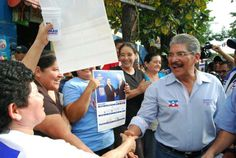 Norman Quijano durante su visita a la colonia Los Conacastes. Cuento con ustedes, cuentan conmigo