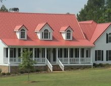 Red metal roof Red Roof House, Black Shutters, Us Beaches, Metal Roof, House Painting, Farm House, Photo Galleries, House Ideas, Houses