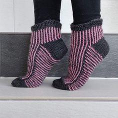 Virkkuumania: Virkatut sukat - Baseline Socks Basel, Leg Warmers, Socks, Legs, Fashion, Leg Warmers Outfit, Moda, Fashion Styles, Sock