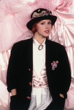 molly ringwald Molly Ringwald as Andie in Pretty in Pink. Her style was influenced by vintage finds. Molly Ringwald, 80s Fashion Icons, 40s Fashion, Vintage Fashion, Womens Fashion, Female Fashion, 80s Icons, Style Fashion, 80s Party Outfits