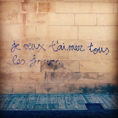 Je veux t'aimer tous les jours. Graffitti I saw on a wall on Murcia. Follow me on Instagram @annitta8