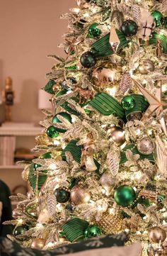 elegant christmas tree Evening at Bayberry House: Christmas 2018 Elegant Christmas Trees, Irish Christmas, Ribbon On Christmas Tree, Silver Christmas Decorations, Christmas Tree Design, Christmas Tree Themes, Green Christmas, Christmas Holidays, Holiday Decor