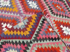 Yesterday we published a gallery of 12 rooms with beautiful Turkish kilim rugs