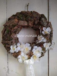 Nonza ajtódíszek - NONZA Virágdekoráció Grapevine Wreath, Burlap Wreath, Grape Vines, Wreaths, Spring, Home Decor, Decoration Home, Door Wreaths, Room Decor