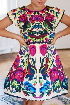 Mexican embroidered dress the colors on this Mexican Embroidered dress are absolutley outstanding and pretty. Mexican Fashion, Ethnic Fashion, Look Fashion, Womens Fashion, Dress Fashion, Fashion Models, Looks Style, Style Me, Mexican Embroidered Dress