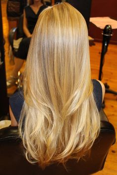 Naturally blended highlights on blond hair