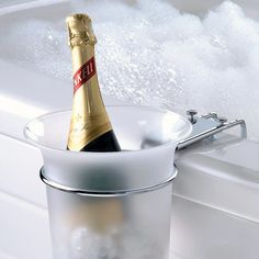 Boy do I know someone that would be all over this.  Worlds colliding and all! - Bathtub Champagne Chiller