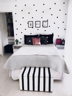 Cute Black and White Themed Teen Room with Clean Design - Cute Teenage Girl Bedroom Ideas: Cool Teen Girl Room Decor Ideas and Designs - See The Best Ways To Decorate A Bedroom For Teen Girls for bedroom wohnung decoration dekorieren einrichten ideen Room Decor Bedroom, Girl Bedroom Decor, Girls Room Decor, Bedroom Decor, Stylish Bedroom, Room Makeover, Bedroom Color Schemes, Master Bedroom Colors, Bedroom Design