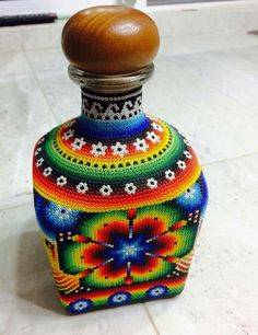 Bead Bottle, Wine Bottle Art, Dot Art Painting, Pottery Painting, Seed Bead Art, Native Beading Patterns, Vase Crafts, Beaded Boxes, Painted Jars