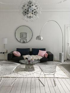The dreamy home of a Danish writer in Copenhagen (Daily Dream Decor) Modern White Living Room, Elegant Living Room, Elegant Home Decor, Elegant Homes, Gold Floor Lamp, White Floor Lamp, Floor Lamps, Gravity Home, Luxury Flooring