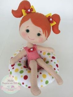 Girl w/Pigtails Sitting in Bean Bag Chair Felt Crafts, Diy And Crafts, Crafts For Kids, Fabric Dolls, Paper Dolls, Diy Craft Projects, Sewing Projects, Felt Doll Patterns, Soft Dolls