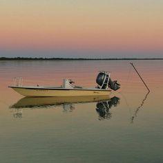Fishing the saltwater flats, Florida Keys Fishing Rigs, Fishing Guide, Fishing Boats, Fly Fishing, Skinny Water, Bay Boats, Alaska Fishing, Boat Fashion, Bait And Tackle