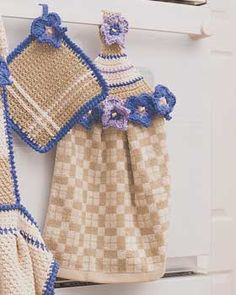 Towel topper lined with crocheted daisies and elegant square pot holder shown in Bernat Handicrafter Cotton.
