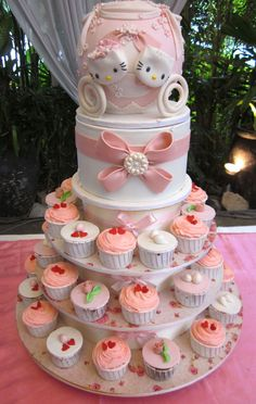 hello kitty wedding cake using brooch mould from cuppies lina. made the cake look so elegant for their garden wedding : )