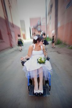 Wedding tips for brides who use wheelchairs