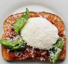frühstücksideen frühstücksideen avokadо gesund brot basilikum pochiertes ei