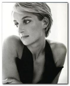 Diana, Princess of Wales, photographed by Mario Testino for the July 1997 cover of Vanity Fair. Princess Diana Photos, Princess Diana Fashion, Princess Charlotte, Princess Of Wales, Mario Testino, Princesa Diana, Divas, Most Beautiful Women, Beautiful People