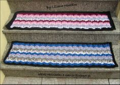 Tapetes Retangulares em Trapilho, (Efeito Ondas). Croché. Artesanato e Reciclagem. Em http://ideias-recicladas-e-nao-so.blogspot.pt/2014/04/tapetes-retangulares-em-trapilho-ii.html