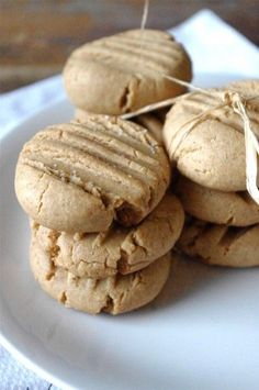 These peanut butter spelt cookies look delicious!  No refined flours or sugars and also no dairy or eggs!  Delicious and healthy!