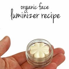 This natural face luminizer recipe highlights and accents eyes, cheekbones and lips by giving skin a sheer glow without too much shine or sparkle.